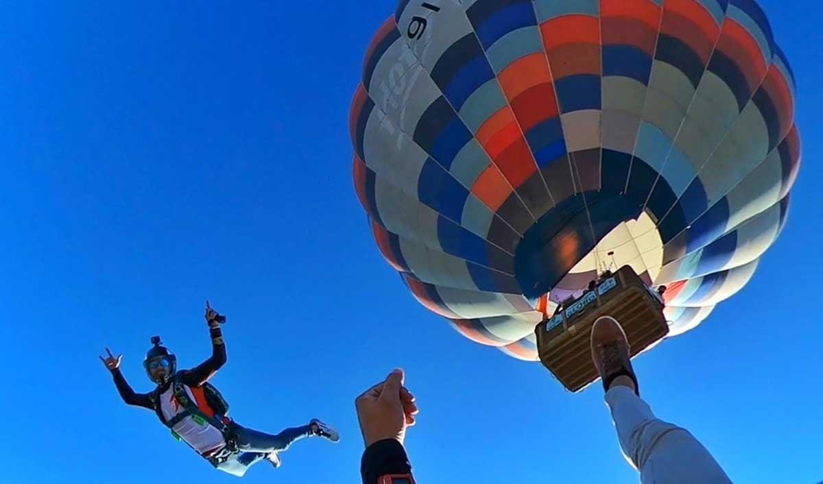 salto en paracaídas desde globo aerostático